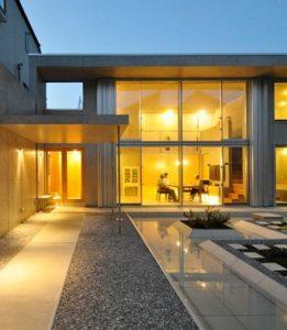 囲み庭の家