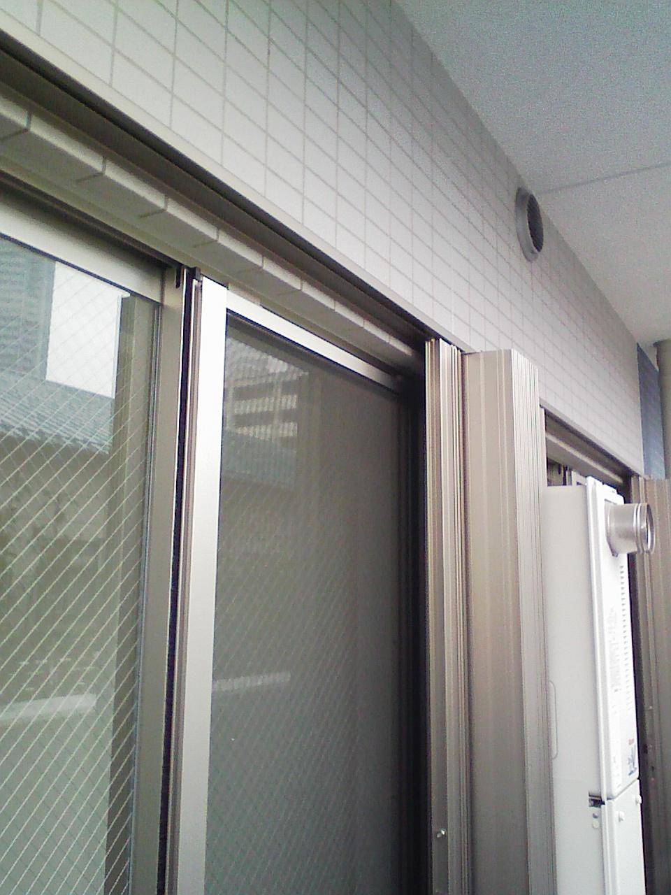 ベランダ窓に後付けシャッター全開