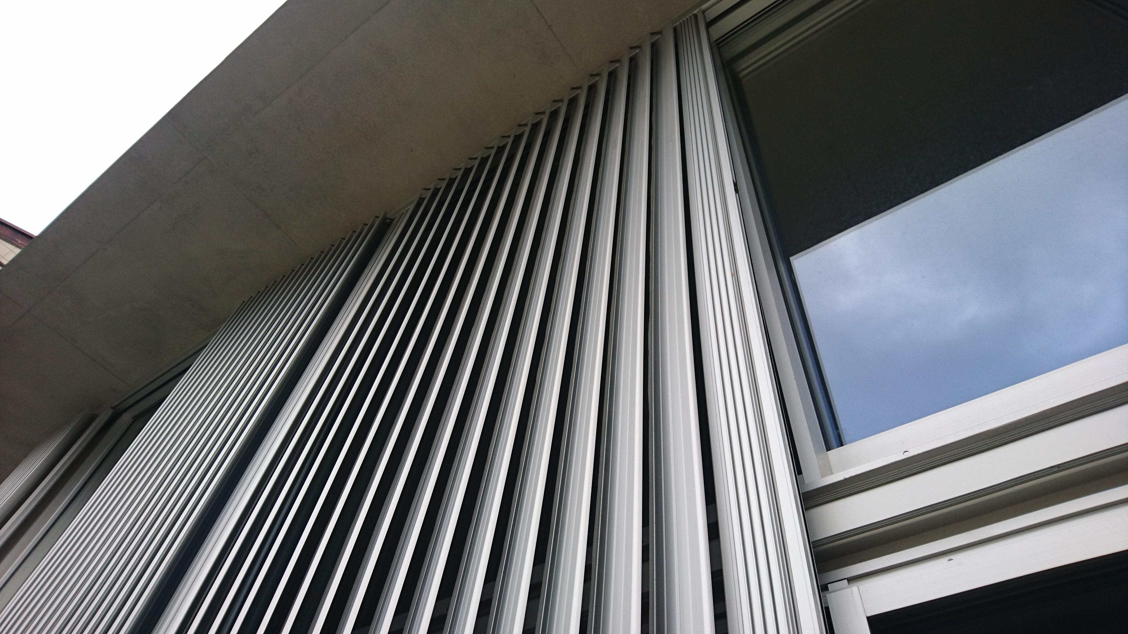 リビング窓に設置 主にブラインドの様に日よけとして使用